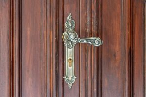 door handle with cylinder lock